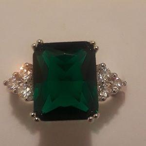 Emerald gemstone ring size 7 brand new